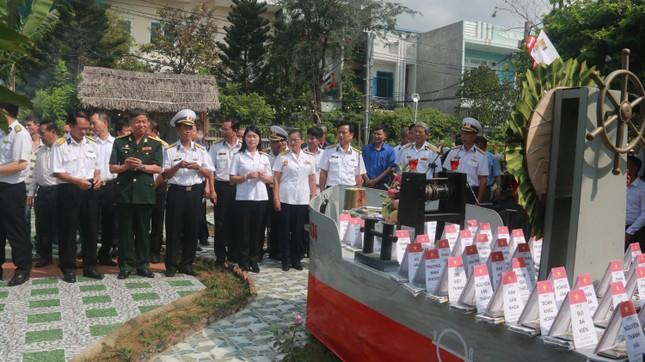 Tưởng niệm 64 liệt sĩ Gạc Ma: Những bài vị trên con tàu HQ-604 ảnh 3