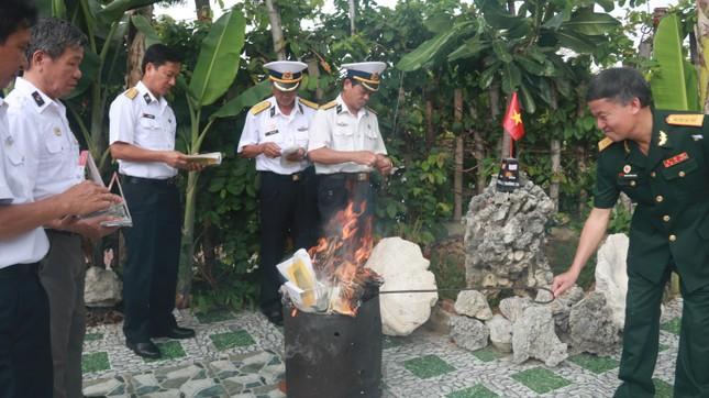 Tưởng niệm 64 liệt sĩ Gạc Ma: Những bài vị trên con tàu HQ-604 ảnh 9