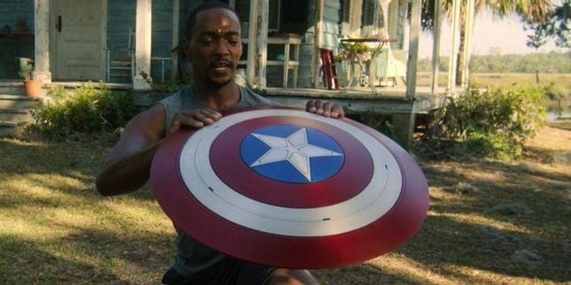 """""""The Falcon and the Winter Soldier"""" tập 5: """"Captain America"""" chính thức bị truất ngôi! ảnh 4"""