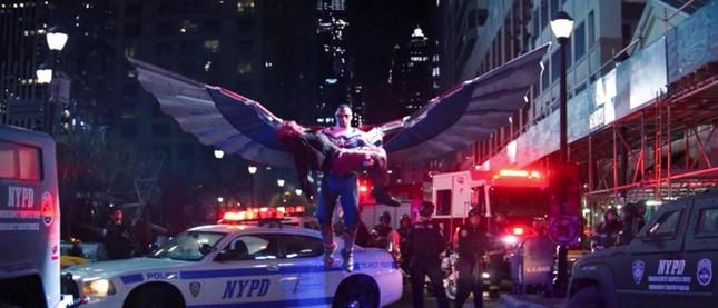 """""""The Falcon and the Winter Soldier"""" tập cuối: Captain America 2.0 chính thức ra đời! ảnh 4"""
