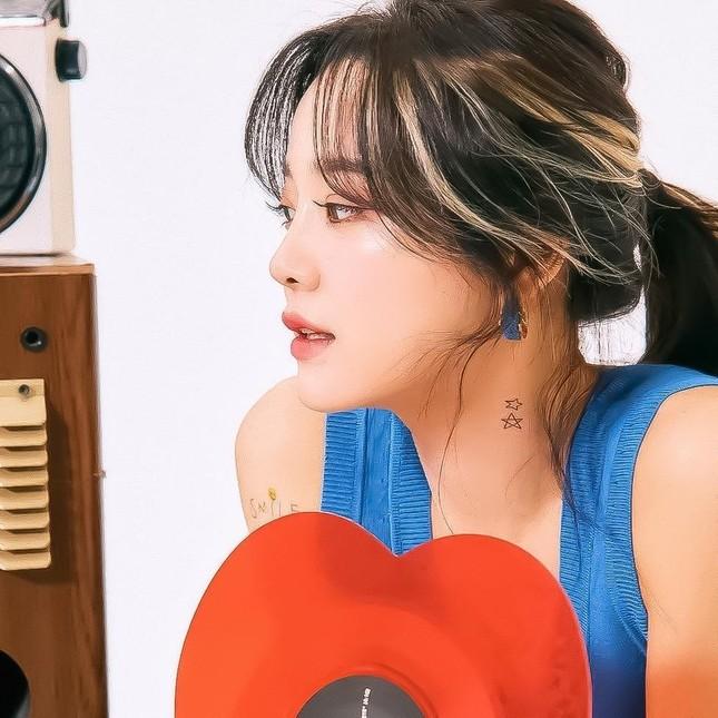 Wendy (Red Velvet) tung bộ ảnh đẹp như nàng thơ, sẵn sàng cho màn đối đầu vào tháng 4 ảnh 5