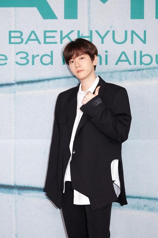 """Baekhyun """"bùng nổ"""" với gần 1 triệu bản đặt trước cho mini album solo thứ 3 """"Bambi"""" ảnh 2"""