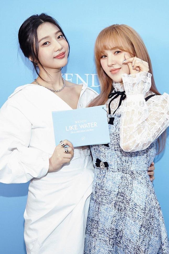 """Wendy phát hành album solo đầu tay, lời bài hát chủ đề """"Like Water"""" đẹp như một áng thơ ảnh 2"""