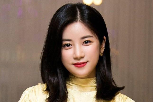 Chorong (Apink) lộ ảnh quá khứ sau lùm xùm kiện tụng tố cáo bạo lực học đường ảnh 2