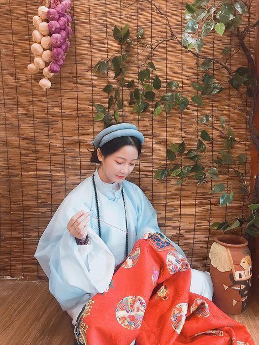 """Trào lưu mặc cổ phục Việt ngày càng được Gen Z """"thả tim"""", có thêm nhiều thiết kế ấn tượng ảnh 1"""