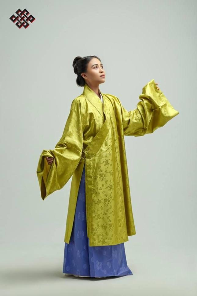"""Trào lưu mặc cổ phục Việt ngày càng được Gen Z """"thả tim"""", có thêm nhiều thiết kế ấn tượng ảnh 6"""