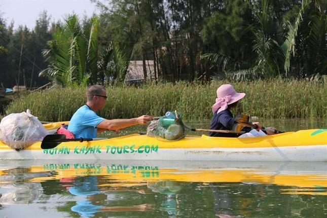 """Chèo thuyền vớt rác, bảo vệ rùa biển - vừa khám phá thiên nhiên vừa """"giải cứu"""" thế giới ảnh 2"""