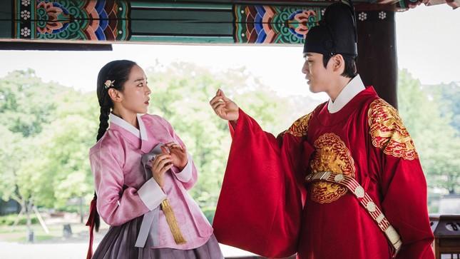 """""""Snowdrop"""" bị phản ứng mạnh mẽ khiến Jisoo chỉ đăng ảnh phim trường cũng bị chỉ trích ảnh 2"""