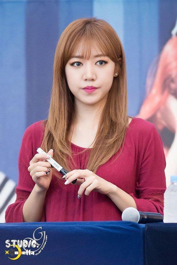 Đụng dao kéo để xinh đẹp hơn nhưng đâu có ngờ những nữ idol này lại mất phong độ nhan sắc ảnh 2