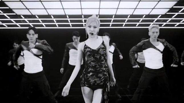 Chấm điểm style của Rosé khi đi diễn solo: Đa dạng, biến hóa và đẹp miễn chê! ảnh 5