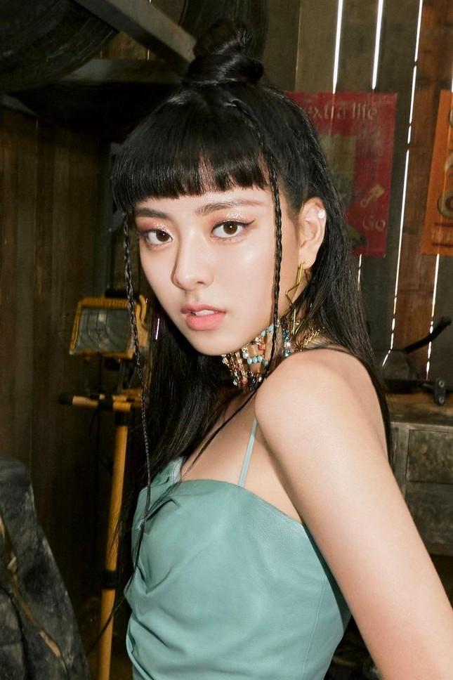 """Yuna chuẩn cô gái """"có thù với tóc mái"""": Nhan sắc trước và sau để mái chênh lệch khó tin ảnh 2"""