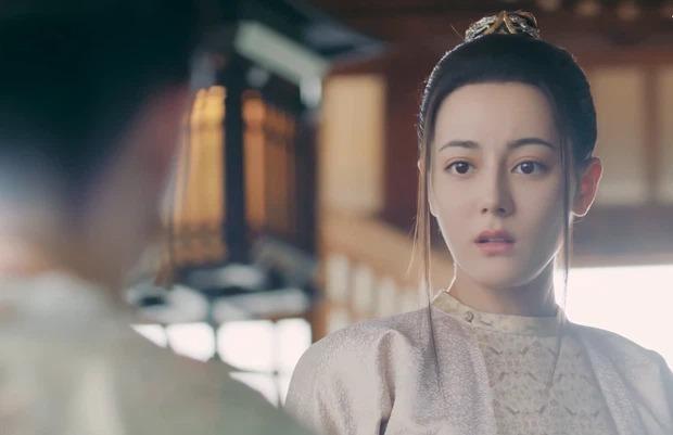 """Cùng để """"tóc hai râu"""", Địch Lệ Nhiệt Ba và Jennie ai được khen, ai bị """"dìm""""? ảnh 3"""