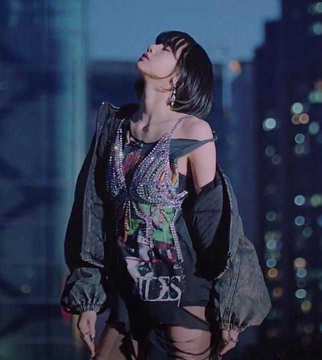"""Một set đồ của Lisa trong MV """"Lovesick Girls"""" bị thay đổi vào phút cuối vì lý do khó tin ảnh 3"""