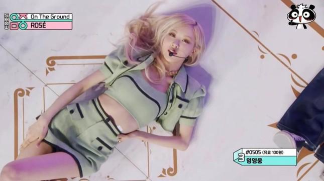 Đụng hàng từ trang phục đến kiểu tóc nhưng vì sao Rosé ghi điểm hơn Chaeryeong (ITZY)? ảnh 2