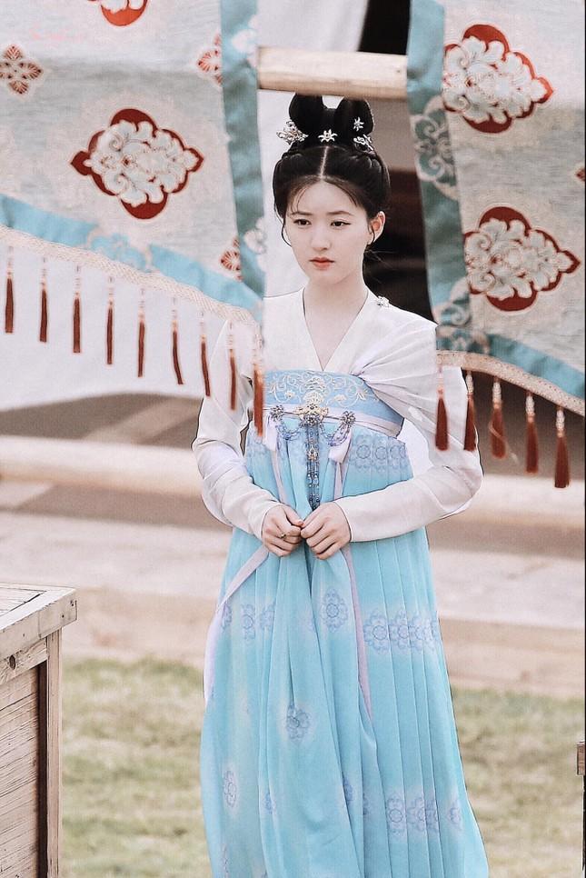 """Đóng vai công chúa nhưng vì sao Triệu Lộ Tư lại giản dị quá mức trong """"Trường Ca Hành""""? ảnh 2"""
