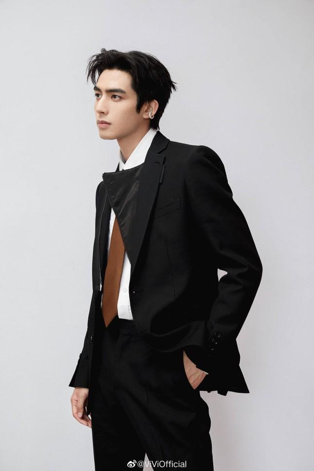 Tống Uy Long - Phần thưởng sẽ dành cho người luôn ngoan cường tiến về phía trước ảnh 9