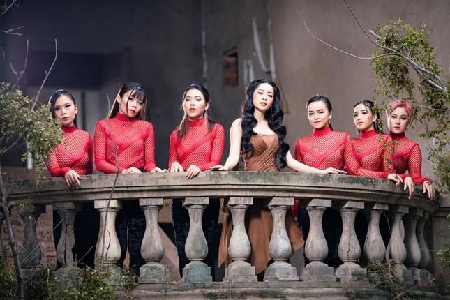 Chi Pu đúng là diễn viên bí ẩn nhất phim Việt: Sát ngày công chiếu mới biết cô đóng vai gì ảnh 1