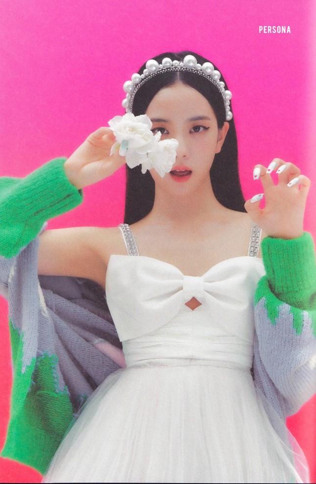 Jisoo chứng tỏ gu phối đồ đẳng cấp khi đụng hàng váy trắng tiểu thư với Taeyeon, Hyojung ảnh 1