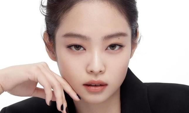 Không phải idol đẹp nhất K-Pop nhưng vì sao Jennie là hình mẫu lý tưởng của nhiều cô gái? ảnh 1