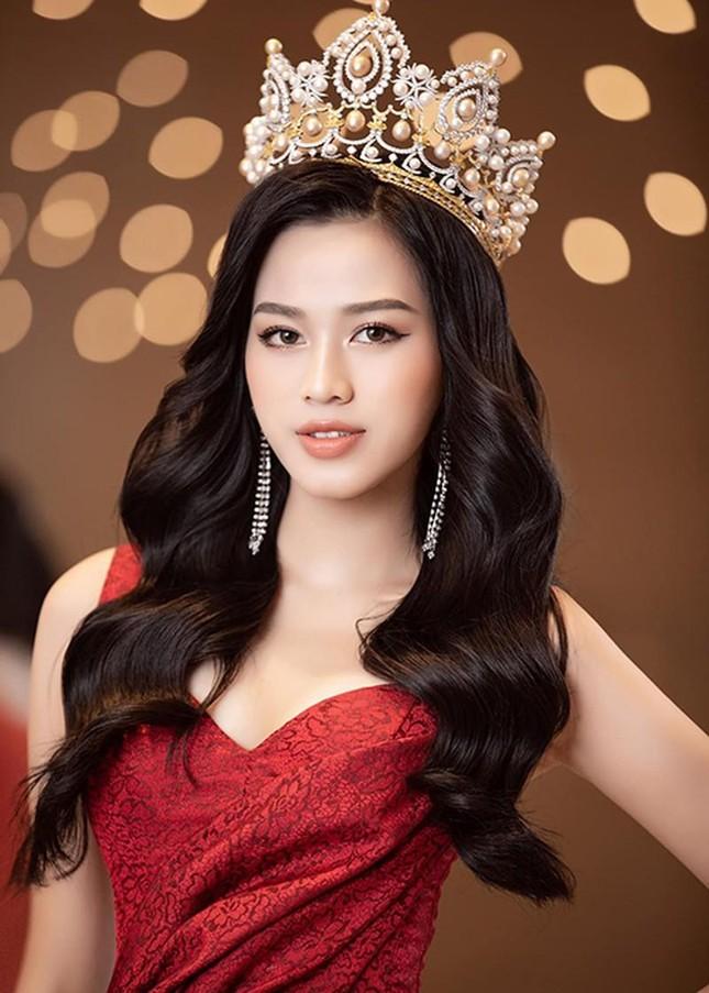 Bất ngờ với phản ứng của netizen khi Hoa hậu Đỗ Thị Hà khoe thần thái sang chảnh ảnh 4