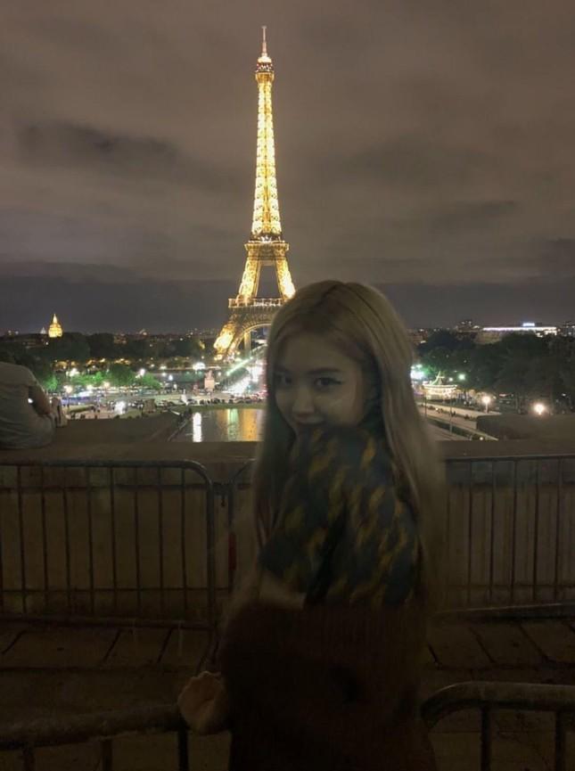 Đọc vị tính cách đặc trưng của bốn cô gái BLACKPINK chỉ qua ảnh chụp với tháp Eiffel ảnh 3
