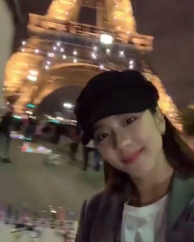 Đọc vị tính cách đặc trưng của bốn cô gái BLACKPINK chỉ qua ảnh chụp với tháp Eiffel ảnh 5