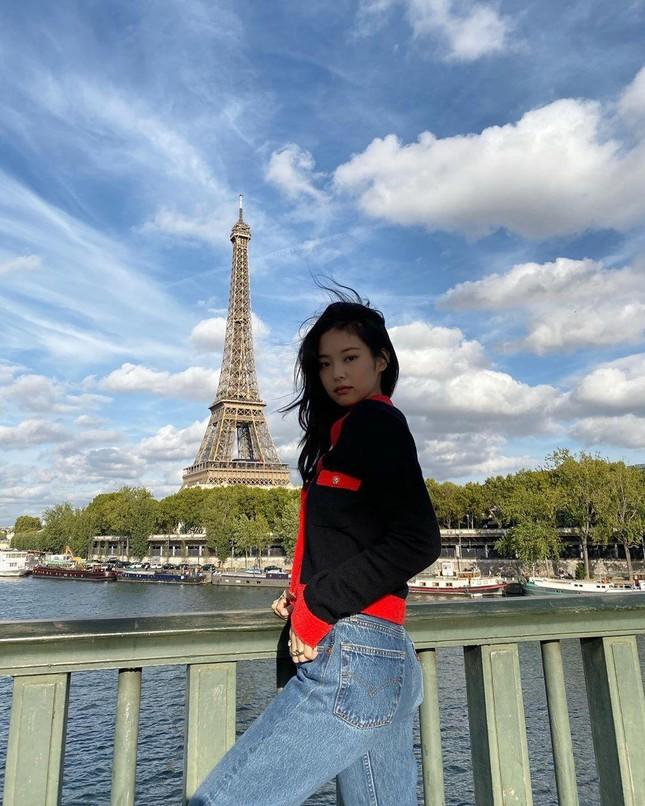 Đọc vị tính cách đặc trưng của bốn cô gái BLACKPINK chỉ qua ảnh chụp với tháp Eiffel ảnh 4