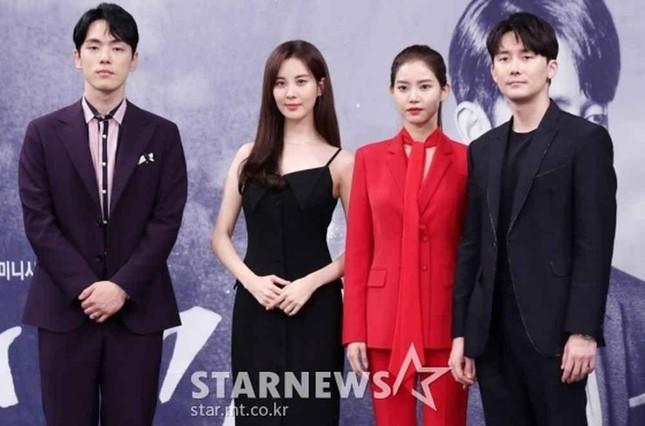 Soi lại bộ ảnh chụp chung của Kim Jung Hyun và Seohyun: Cặp đôi kỳ lạ nhất phim Hàn? ảnh 5