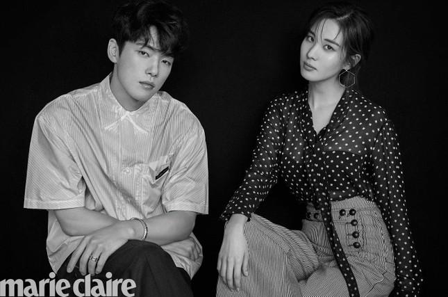 Soi lại bộ ảnh chụp chung của Kim Jung Hyun và Seohyun: Cặp đôi kỳ lạ nhất phim Hàn? ảnh 1