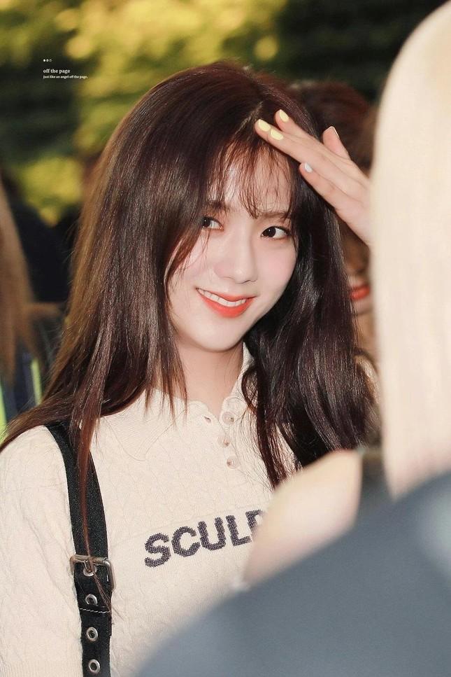Lần hiếm hoi Jisoo để tóc mái thưa: Hóa ra để che giấu một bí mật không thể nói ra ảnh 2