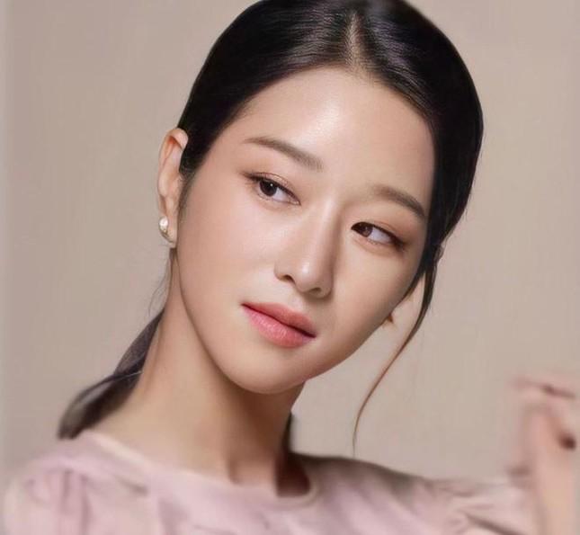 Xuất hiện nhiều bài đăng bênh vực Seo Ye Ji: Netizen hoang mang vì một chi tiết trùng hợp ảnh 1