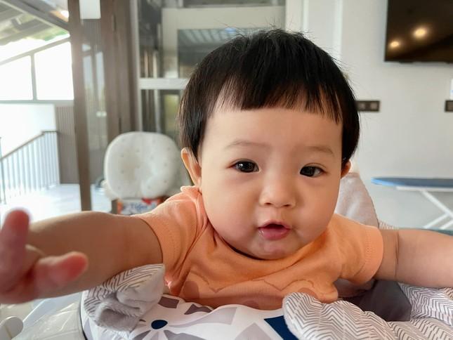 """""""Cưng muốn xỉu"""" với bé Suchin nhà Cường Đô La: Mái ngố, má bánh bao, biểu cảm hoạt hình ảnh 2"""