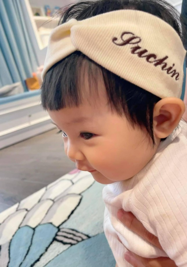 """""""Cưng muốn xỉu"""" với bé Suchin nhà Cường Đô La: Mái ngố, má bánh bao, biểu cảm hoạt hình ảnh 1"""