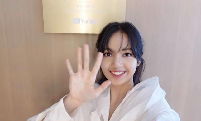 """Lisa vừa khoe nhà riêng đã khiến netizen sốc nặng: """"Chị định đóng phim Penthouse hay gì""""? ảnh 8"""