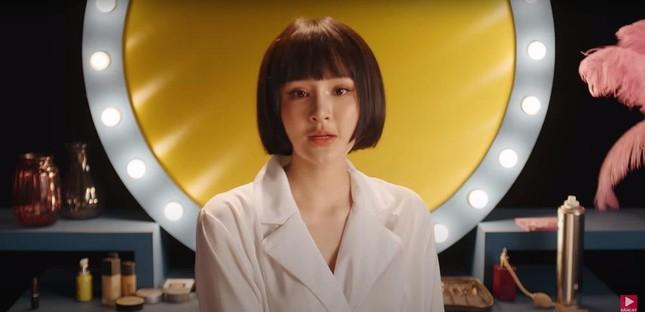 Dụi mắt mấy lần mới nhận ra Hiền Hồ trong MV mới vì khuôn mặt bỗng nhiên khác lạ ảnh 2
