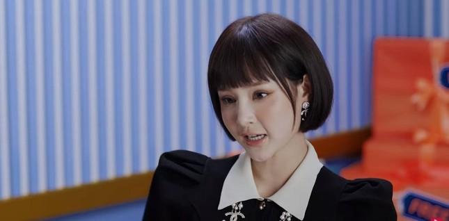 Dụi mắt mấy lần mới nhận ra Hiền Hồ trong MV mới vì khuôn mặt bỗng nhiên khác lạ ảnh 5