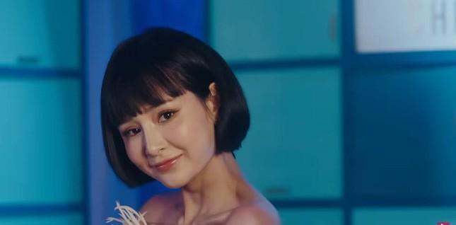 Dụi mắt mấy lần mới nhận ra Hiền Hồ trong MV mới vì khuôn mặt bỗng nhiên khác lạ ảnh 3