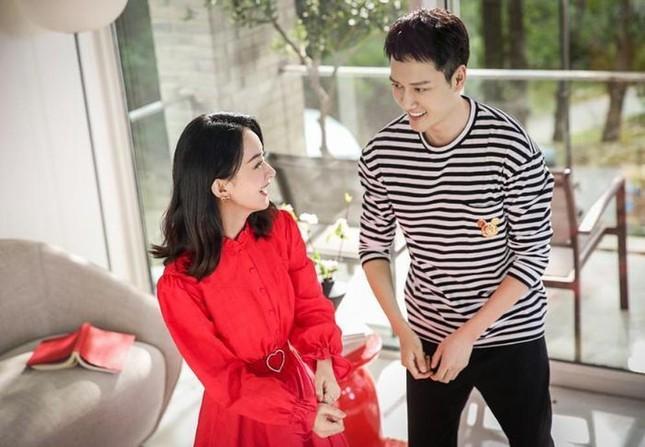 Điều kỳ lạ từ bộ ảnh quảng cáo duy nhất của cặp đôi Phùng Thiệu Phong - Triệu Lệ Dĩnh ảnh 2