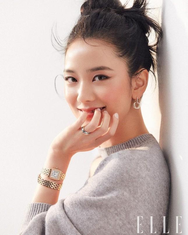 """Top 10 nữ idol có """"nhan sắc tỷ lệ nghịch với tài năng"""": Jisoo (BLACKPINK) cũng bị réo tên ảnh 4"""