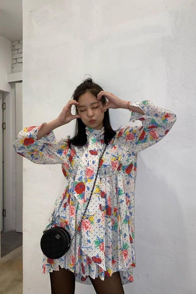 Đừng bao giờ nghĩ váy hoa dễ mặc: Sành điệu như Jennie cũng có lần mất điểm ảnh 9