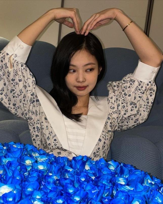 Đừng bao giờ nghĩ váy hoa dễ mặc: Sành điệu như Jennie cũng có lần mất điểm ảnh 7