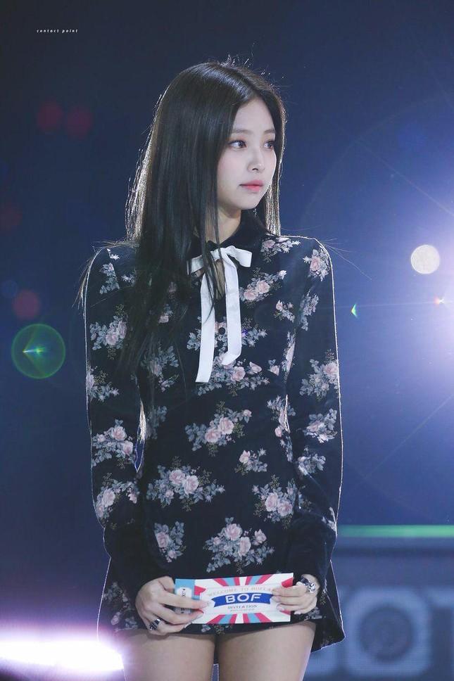 Đừng bao giờ nghĩ váy hoa dễ mặc: Sành điệu như Jennie cũng có lần mất điểm ảnh 4