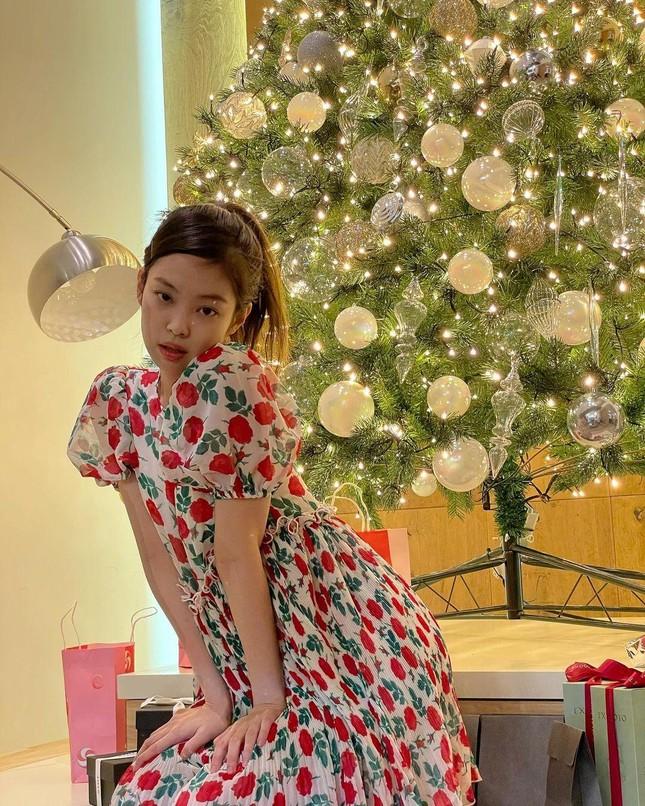 Đừng bao giờ nghĩ váy hoa dễ mặc: Sành điệu như Jennie cũng có lần mất điểm ảnh 6