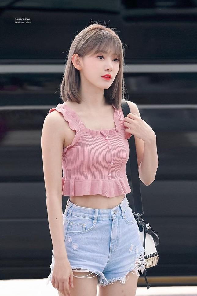 Nhìn style của Sakura trước và sau khi gia nhập IZ*ONE mới thấy stylist xứ Hàn quá giỏi ảnh 5