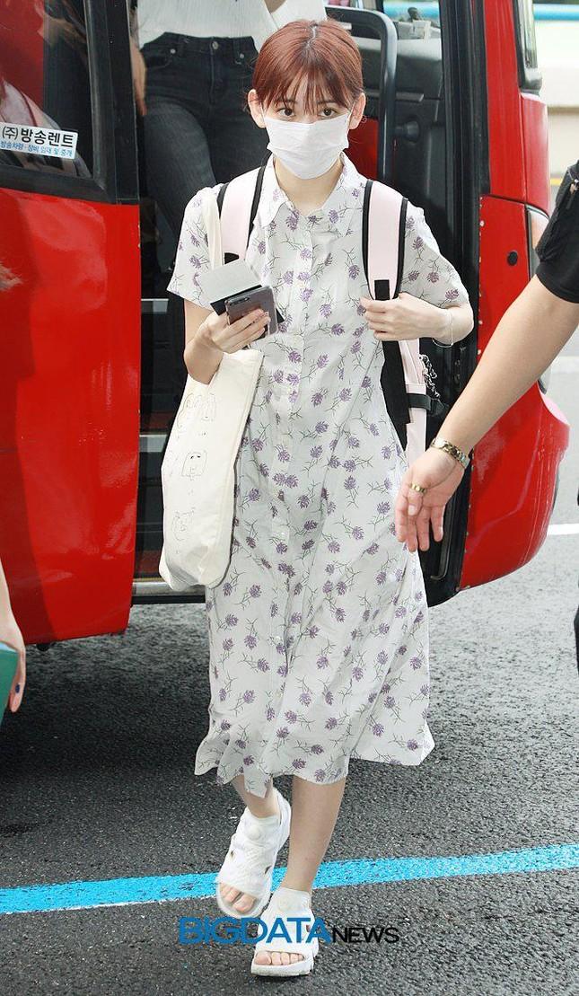 Nhìn style của Sakura trước và sau khi gia nhập IZ*ONE mới thấy stylist xứ Hàn quá giỏi ảnh 1