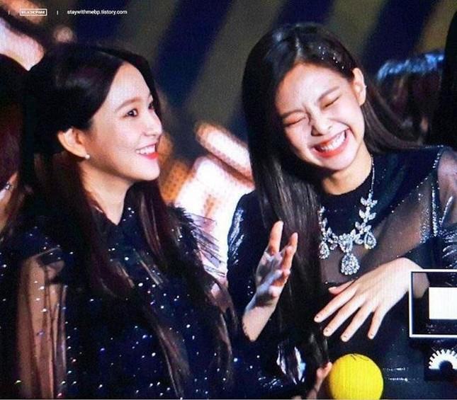 Liên tục bị netizen chỉ trích bắt chước Jennie, Yeri (Red Velvet) có twist đầy ngoạn mục ảnh 3