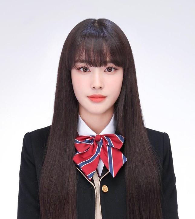 """Hội """"idol chân dài như Thủy thủ Mặt Trăng"""" vừa kết nạp thêm thành viên mới: Yoon (STAYC) ảnh 3"""