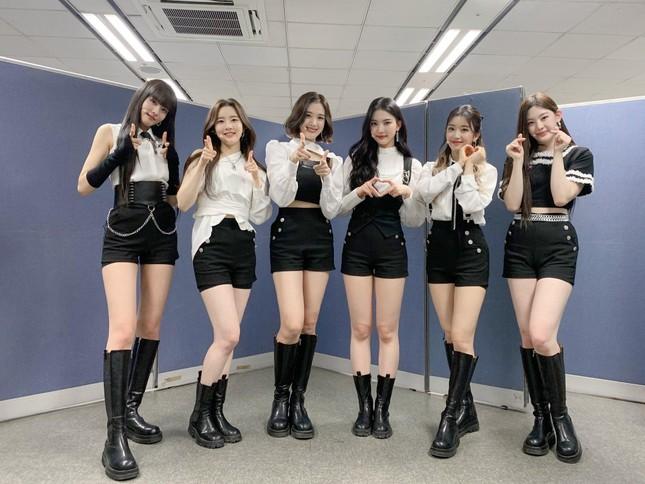 """Hội """"idol chân dài như Thủy thủ Mặt Trăng"""" vừa kết nạp thêm thành viên mới: Yoon (STAYC) ảnh 4"""