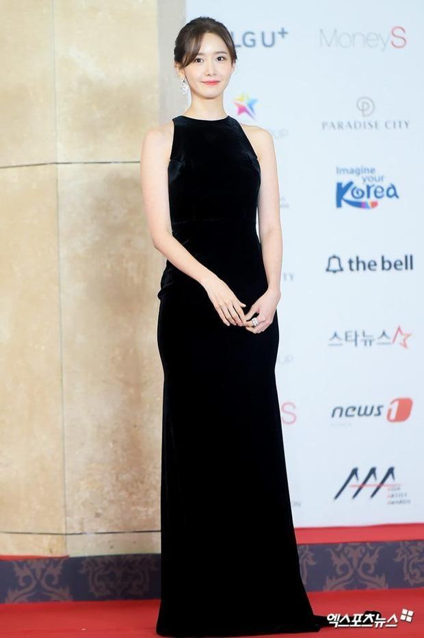 Yoona chọn ra 5 bộ váy thảm đỏ yêu thích nhất: Có một mẫu từng bị netizen chê hết lời ảnh 9
