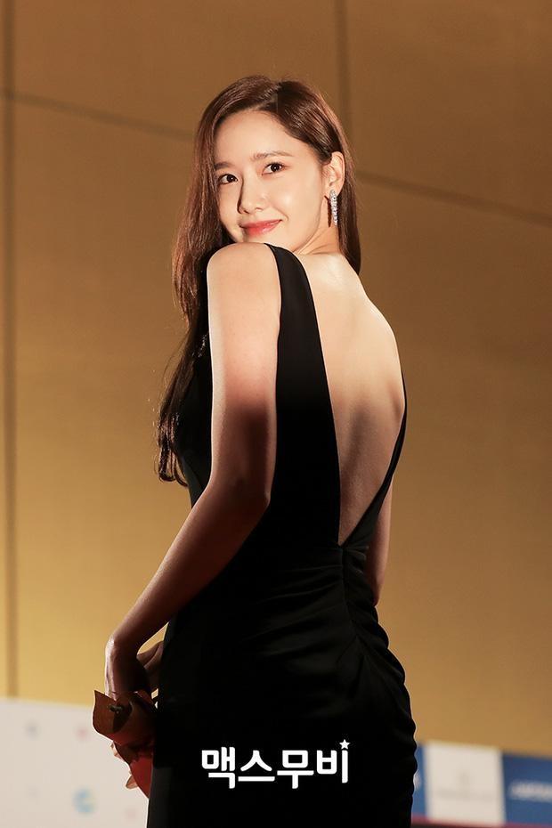 Yoona chọn ra 5 bộ váy thảm đỏ yêu thích nhất: Có một mẫu từng bị netizen chê hết lời ảnh 8